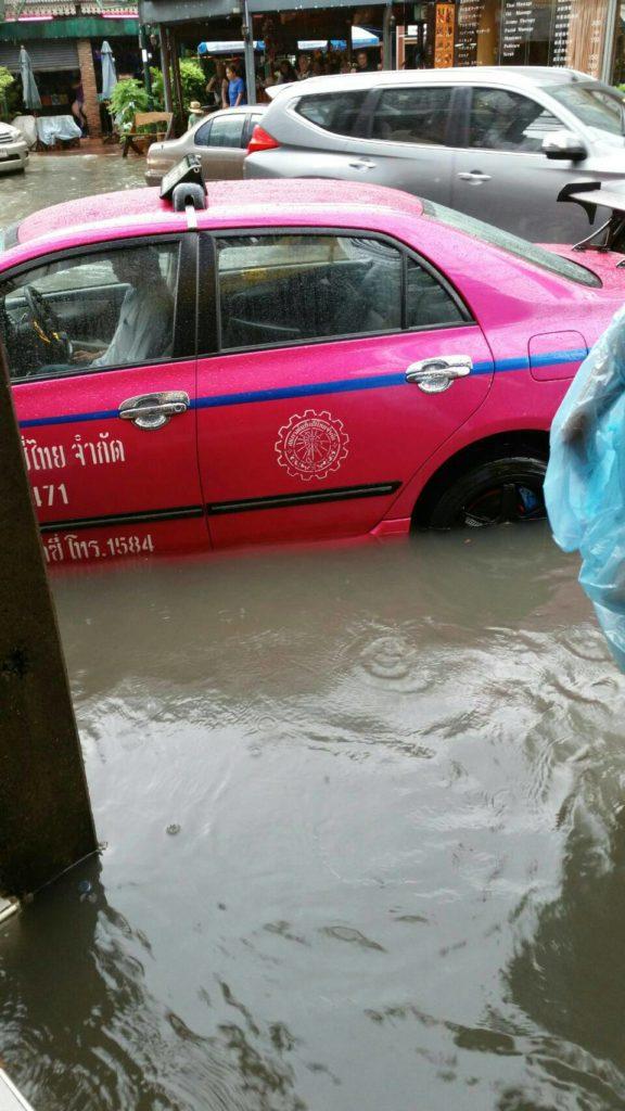 タイ 雨季 楽しみ方,バンコク 雨 移動,タイ 雨 持ち物
